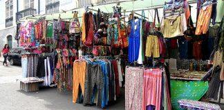 peças de roupas doadas para África