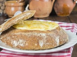 Pão recheado com alheira