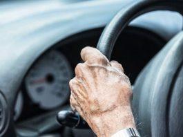 colocar sinal de perigo no carro