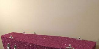 empresa vende caixões com purpurinas
