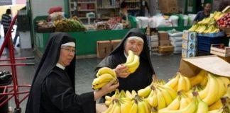 Freiras compram 5kg de bananas