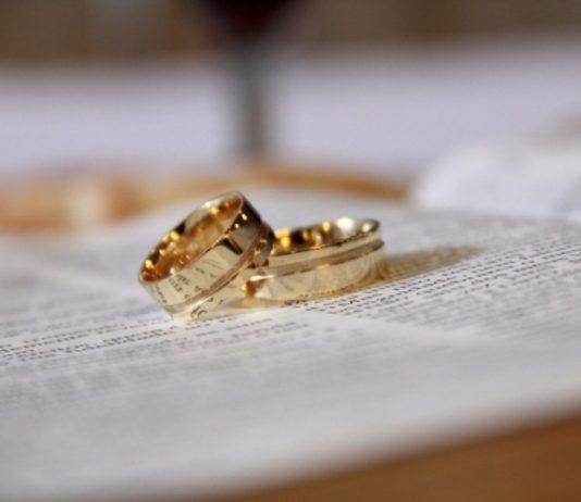 mulher pede divórcio