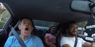 Filho leva pais a andar no GT-R