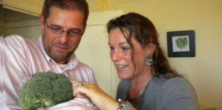 Casal de vegetarianos adopta um bróculo