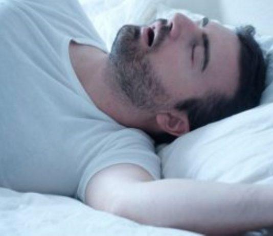 homens roncam durante noite