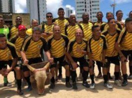 equipa de homens que já foram traídos