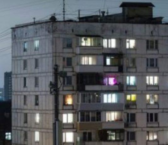 Homem cai do 4º andar,