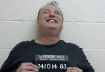 Homem preso por colocar 20.000 toneladas de bosta no jardim do patrão