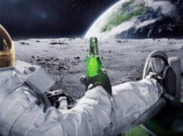 Astronauta leva problemas para Lua