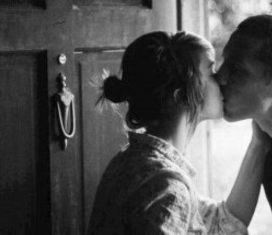 Homens que beijam mulheres