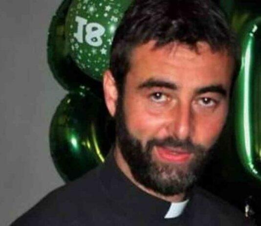 Um padre revelou durante a missa que vai deixar o sacerdócio porque se apaixonou. O Italiano Riccardo Ceccobelli, de 41 anos, deixou os fiéis surpresos